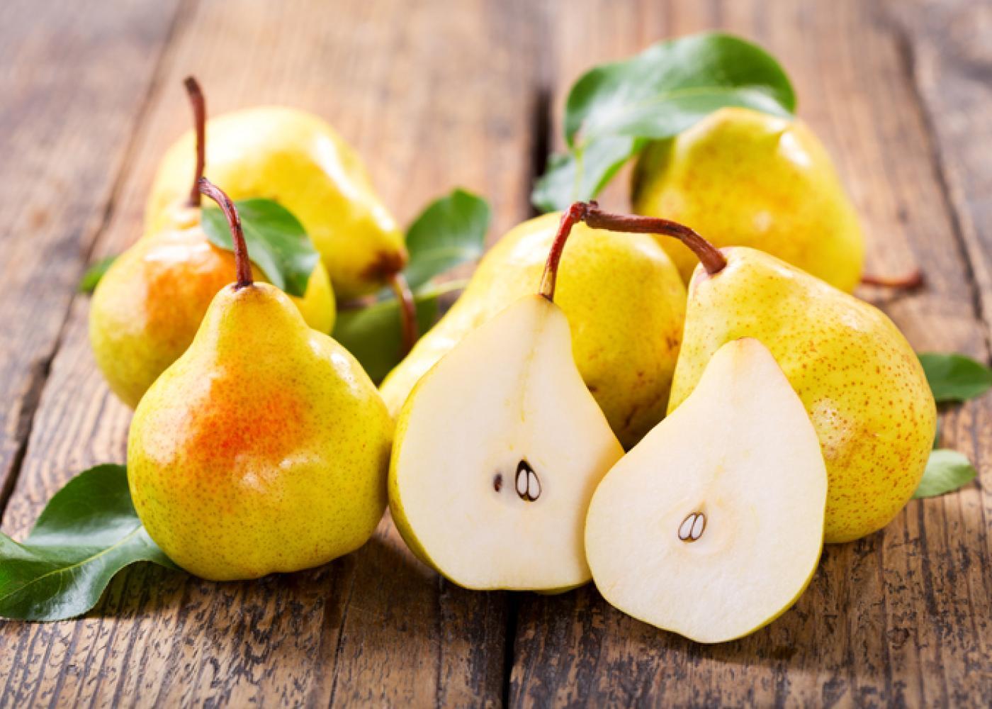 https://snaped.fns.usda.gov/sites/default/files/styles/crop_ratio_7_5/public/seasonal-produce/2018-05/pears.jpg?itok=CGjollRu